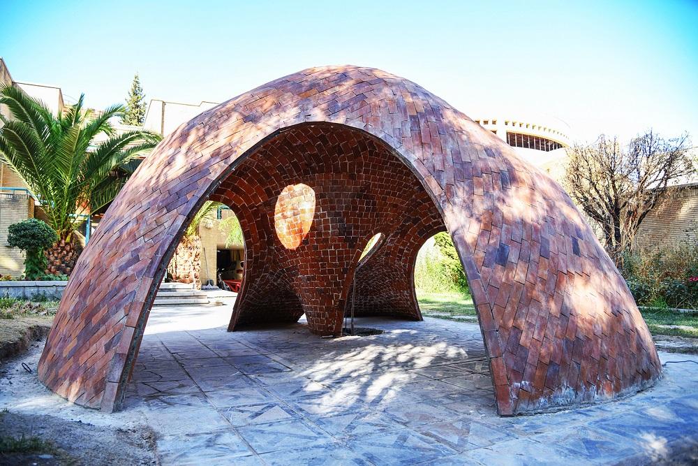 طراحی و ساخت اولین سازه آجری ایران با فرم آزاد 009